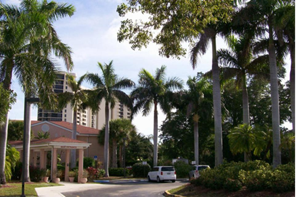 Savannah Court of the Palm Beaches